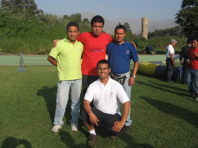 Integrantes de Adiestra Perú con Zezinho
